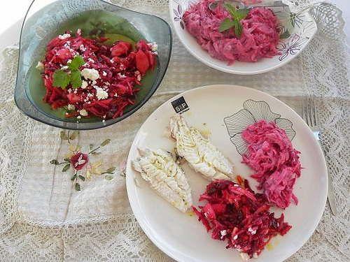 Σαλάτα με Ωμά Παντζάρια και Ρέβες, της Ήβης Λιακοπούλου / Raw Beet and Kohlrabi Salad, by Ivy Liacopoulou. http://www.kopiaste.info/?p=12711