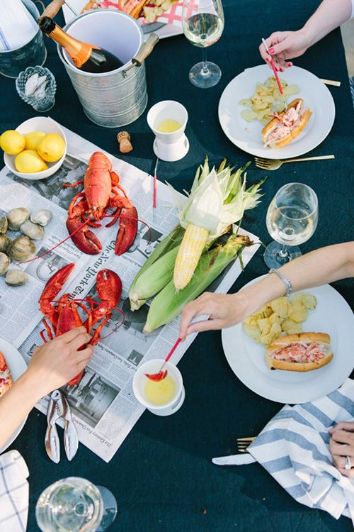 A rehearsal dinner lobster bake | Brides.com