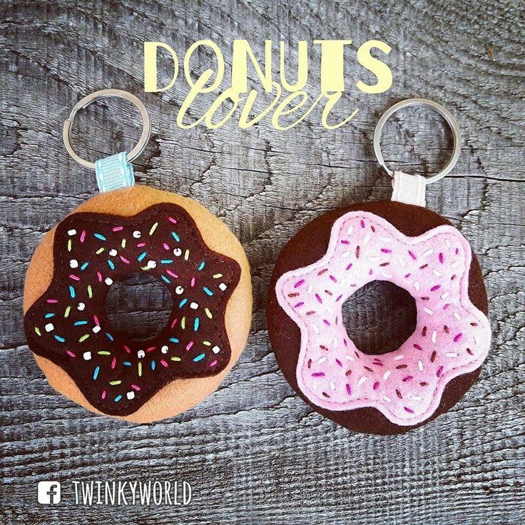 Felt donuts keychain