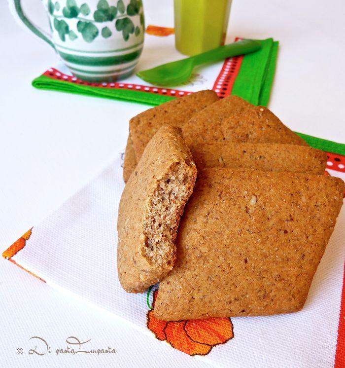 Biscotti integrali al miele e mandorle, senza burro, uova e lattosio