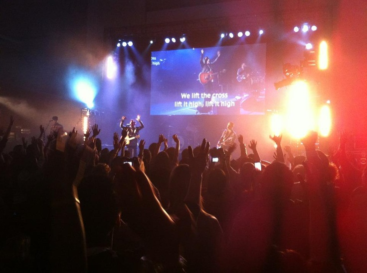 Powerful worship lead by Chris Tomlin