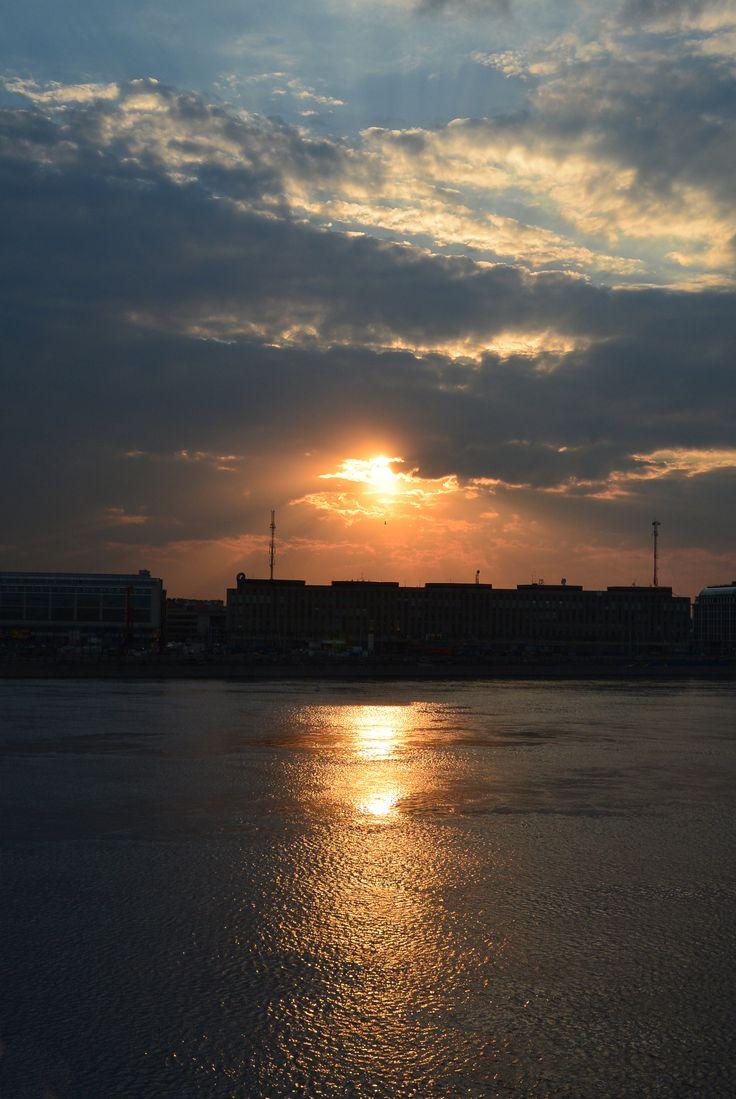 Закат над Невой. Вид с моста Александра Невского