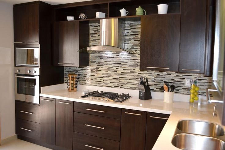 Busca imágenes de diseños de Cocinas estilo moderno}: Cocina Thermofoil Espresso  2. Encuentra las mejores fotos para inspirarte y y crear el hogar de tus sueños.