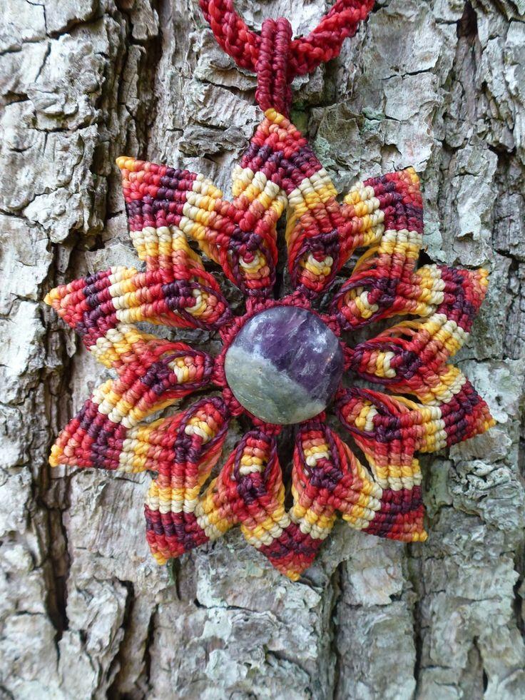 Macramé Collier Mandala avec pierre fine : Collier par Macramundi. 38 euros, livraison en France offerte !