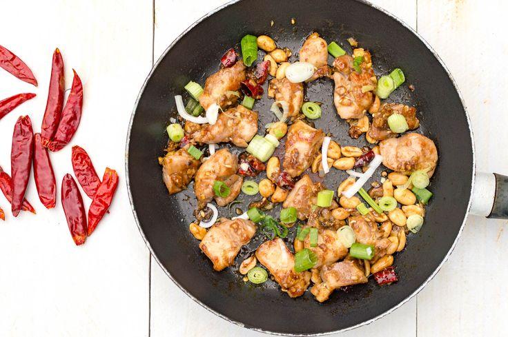 Recept voor Chinese kung pao kip uit de Sichuan keuken. In 15 minuten op tafel en heel bijzonder van smaak door de Sichuan peper.