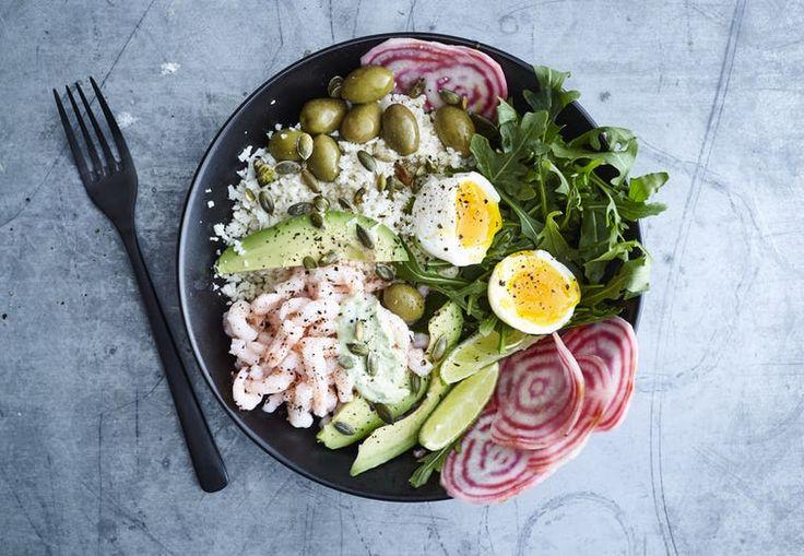 Tallerken med reker, egg og grønt