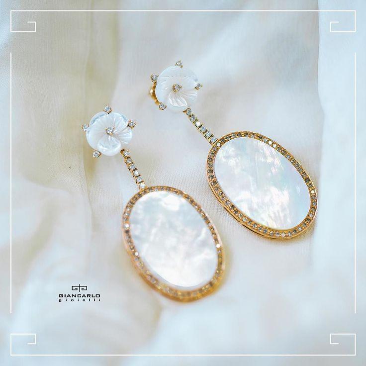 #Giancarlogioielli brendinə məxsus brilyant və sədəf daşı ilə incə şəkildə işlənən sırğalar görkəminizə incəlik bəxş edəcək! Zərifliyi sevən xanımlar bu sırğalar əsl sizlikdir!  #jewellery #giancarlogioielli #earrings #diamond #beauty #women #vscogood #vscobaku #vscocam #vscobaku #vscoazerbaijan #instadaily #bakupeople #bakulife #instabaku #instaaz #azeripeople #aztagram #Baku #Azerbaijan