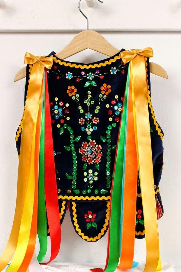Gorsety do sypania kwiatków (strój krakowski) | http://blog.szycioteka.pl/uncategorized/gorsety-do-sypania-kwiatkow-stroj-krakowski/