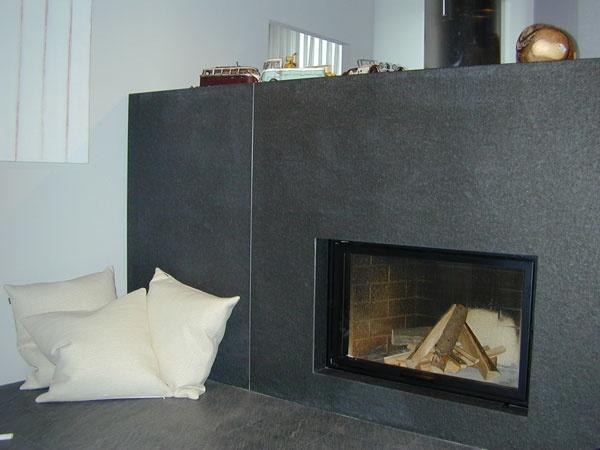 chemin e enti rement recouverte de granit noir zimbabw. Black Bedroom Furniture Sets. Home Design Ideas