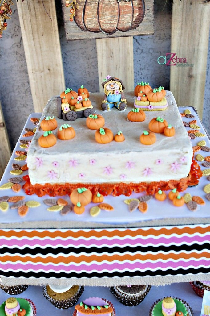 pumpkin patch cake- http://atozebracelebrations.com/2013/09/pumpkin-patch-party.html