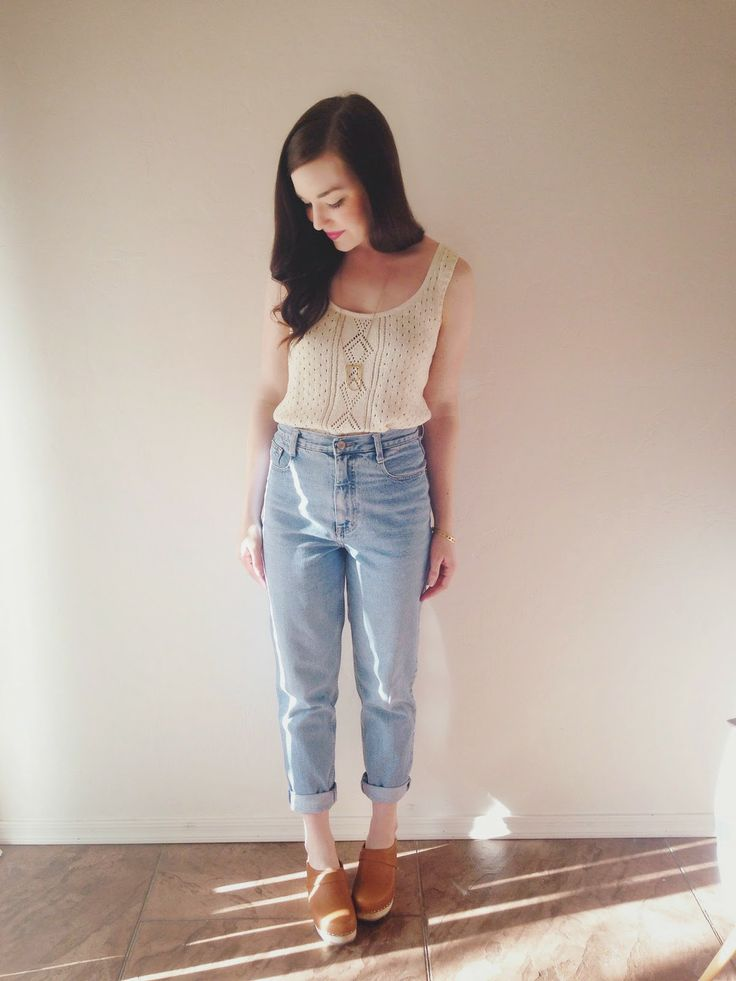 White top white blouse into high waisted jeans and tan shoes. Casual dressy romantic cute. Spring and summer