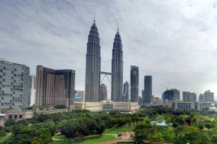 The KL Towers are a stunningly sci-fi backdrop to verdant KLCC Park, seen here from the Traders Hotel. Image by Robert Lowe / CC BY 2.0