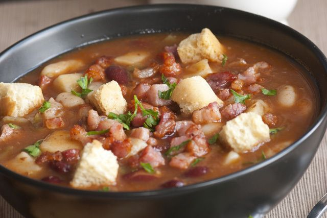 A recipe for skin-clearing Adzuki Bean Soup with ingredients that detoxify.