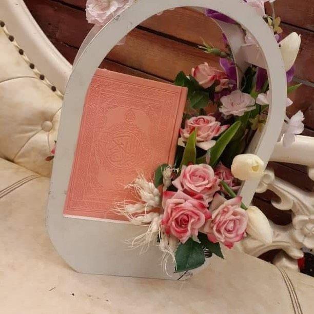 المكتبة الاهلية On Instagram اوردرات مصاحف مع سلة ورد جاهزات للبيع Decor Hoop Wreath Wreaths