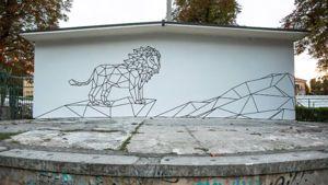 Erano i primi anni ottanta quando l'ultimo leone lasciò la gabbia dei giardini e il piccolo zoo venne smantellato. Sabato 2 agosto, il leone torna nella sua gabbia, ma sotto una nuova veste