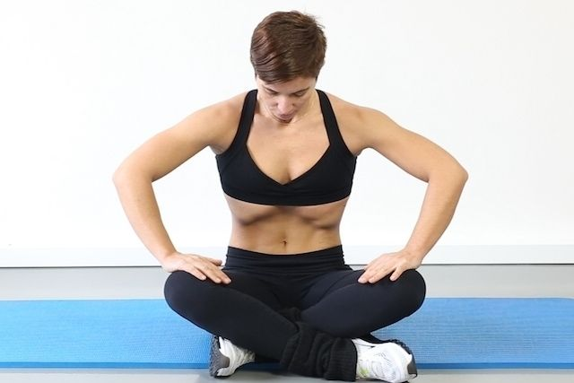 A ginástica hipopressiva consiste na realização de uma expiração máxima e a seguir deve-se tentar 'sugar' o abdômen todo para dentro, ficando sem...
