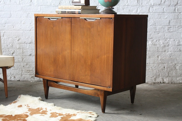 """Kent Coffey """"The Tableau"""" Mid Century Modern Small Credenza Record Liqour Cabinet (U.S.A., 1960's)"""