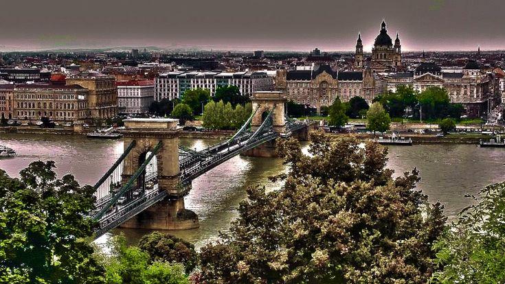 Budapest Chain Bridge photo by Cesare Vatrano