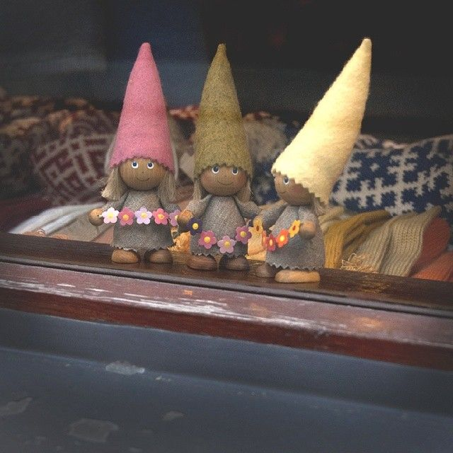 #волшебство #гном #шапочка #магазин #витрина #город #старая #Рига #кукла #вязание #рукоделие #ручная #работа #gnomes #store #shop #old #city #Riga #doll #handmade #knitting #wool #showcase