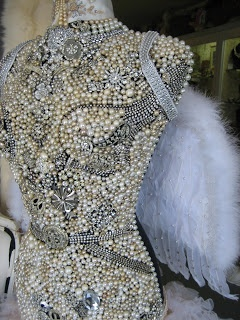 I have to find a vintage dress form and Im going to start collecting pearls and sparkly things!!!!