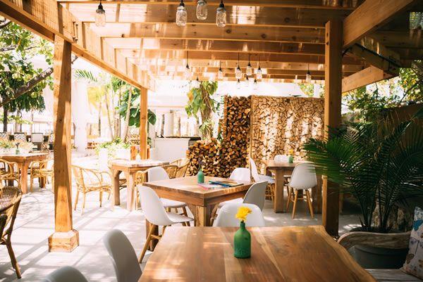 Café Nikki Beach on Ocean Drive in Miami Beach