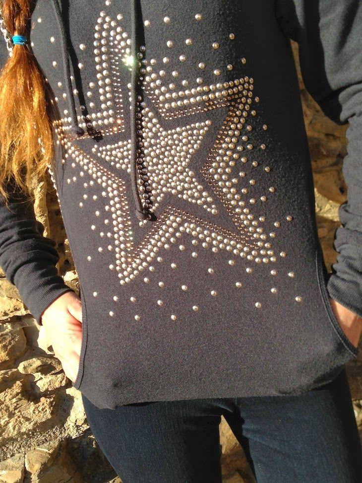 #stars #sweaters #sequins #fashion #christmas #style #black #natale #stelle #musica #cinema #fashionblogger #fashionblog  #natale dorato -Polvere di stelle - We are made of stars, collezione risskio winter inverno 2013, felpe con stelle, amanda marzolini the fas...