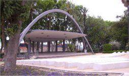 Recinto Eduardo Ocón en el Paseo del parque de Málaga. Un teatro al aire libre: un lujo!