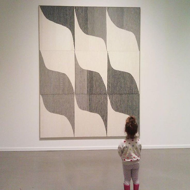 I love how @ana_isabel_textiles captured this weaving. Cutest ever. ...Brent Wadden at the @vanartgallery right now #vyregram #weaving #yvr