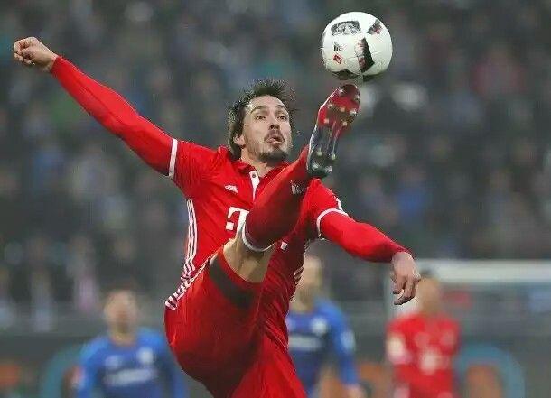1:0-Sieg in Darmstadt Traumtor bewahrt Bayern vor Überraschung http://m.faz.net/aktuell/sport/fussball/bundesliga/fc-bayern-muenchen-siegt-bei-sv-darmstadt-98-1-0-in-bundesliga-14575548.html