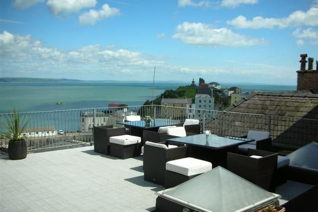 Situated in the heart of Tenby within the historic town walls, Tiffany House is a luxuriously appointed duplex penthouse on top of the Lloyds Bank Building. The holiday apartment is in a prime location overlooking Tudor Square at the front of the building and to the rear fantastic views of  Castle Hill and the coastline beyond. Visitors can also relax and enjoy the super views