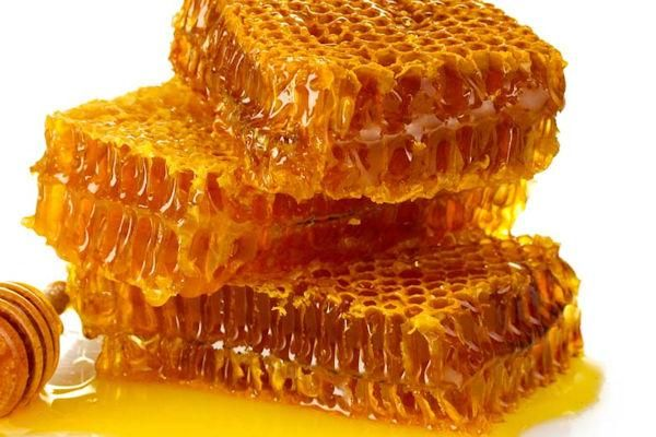 El propoleo, llamado también la resina natural de las abejas, es un estupendo antibiótico y antiséptico natural