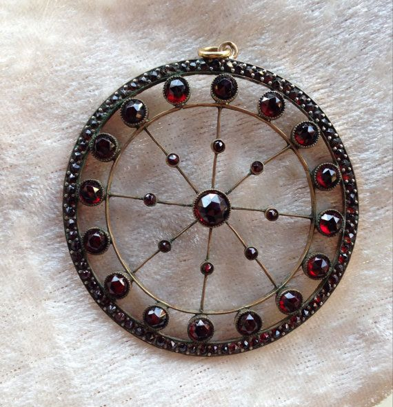 Victorian or Arts and Crafts Garnet and Gold Pendant