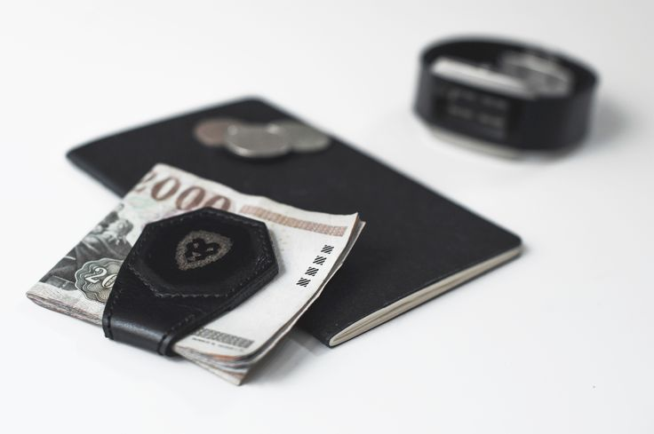 Magnetic Money Clip. We only use the greatest quality materials for our products, therefore we examine and choose the leather for our work with absolute care. Product Design by REMION, Budapest