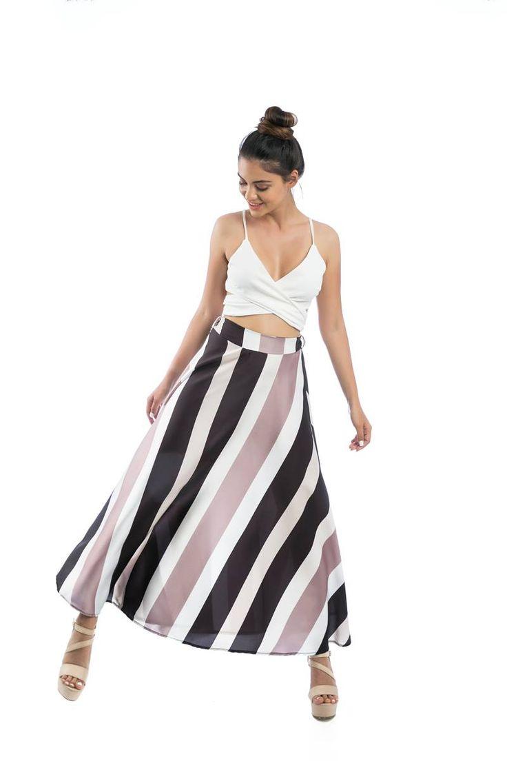 Maxi striped skirt with detachable ribbon and gathered waist.97% Polyester. 3% Elastane. https://www.modaboom.com/fousta-maksi-rige-kafe.html