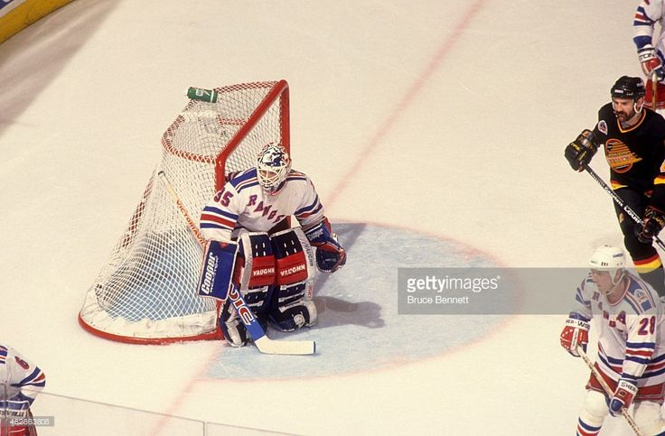 goalie-mike-richter-of-the-new-york-rangers-defends-the-net-during-7-picture-id482863808 (1024×672)