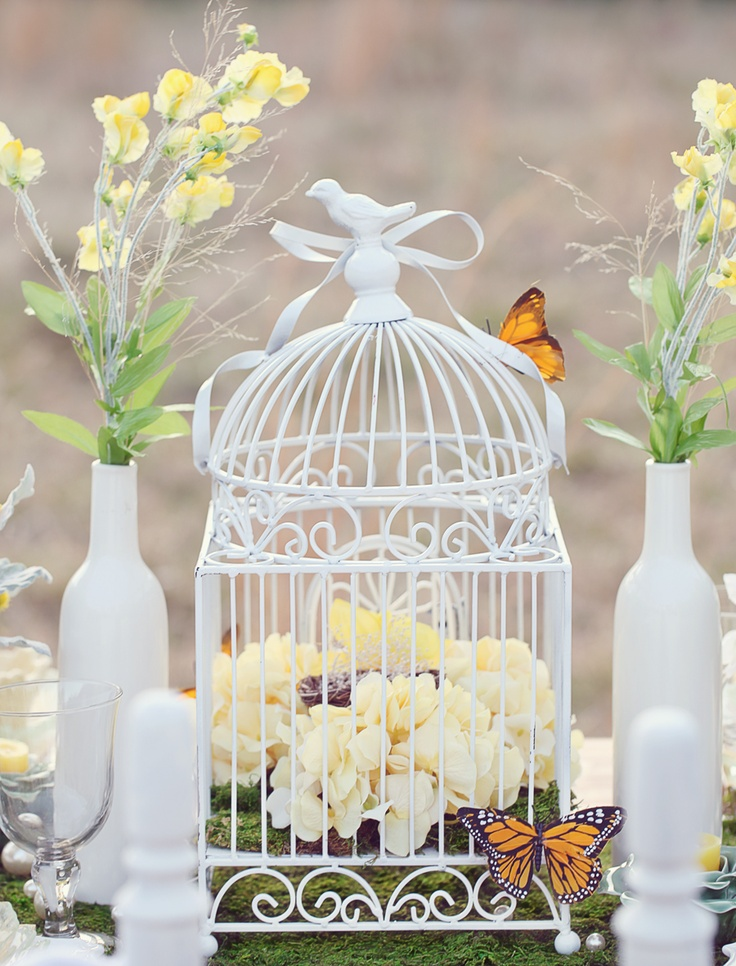 I LOVE the touch of adding monarch butterflies. Hmmm... ideas ideas.Centerpieces Birdcages Wedding, Cages Ideas, Birdcages Centerpieces, Birdcages Shower, Birdcages Decor, Birdhouses Wedding Ideas, Center Piece, Decor With Birdcages, Birds Cages Decor