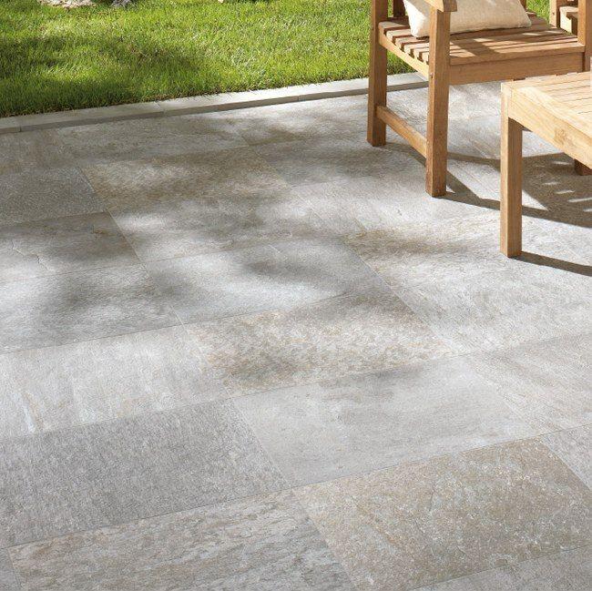 Een van onze keramische kwartsiet toppers: een mooie grijze kleurschakering met een vleugje bruin in 40x60 (48-DO) Tegelhuys