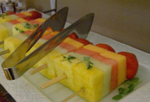 Catering Display Ideas   Hawaiian Themed Party Decorating Ideas for a house party