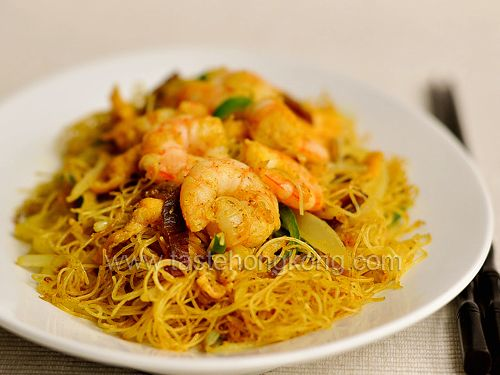 Singaporean Fried Rice Noodles Recipe Main Dishes with dried rice noodles, shrimp, barbecued pork, beansprouts, chili pepper, onions, eggs, oil, marinade, salt, ground white pepper, marinade, curry powder, ground turmeric, salt, sugar, oil, salt