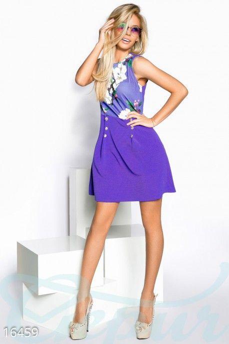 Завышенная талия визуально удлинит ноги, а вертикальные вытачки, украшенные пуговицами, скорректируют форму бедер.  #street #style #сolor #blocking #уличный #стиль #колор #блок #mini #dress #платье #мини #mode #мода #Serenity #сиринити #гипюр #гепюр http://gepur.com/