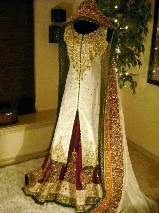 Traditional colors! Beautiful for a bride!