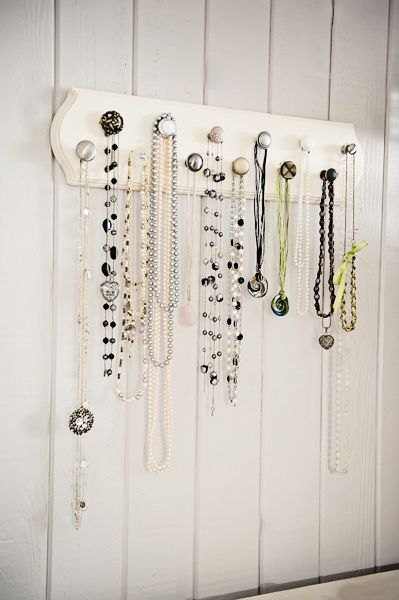 How To Make a Fun Jewelry Display Hanger with Assorted Pieces of Cabinet Hardware | Fab You Bliss #jewelryinspiration #couisncorp