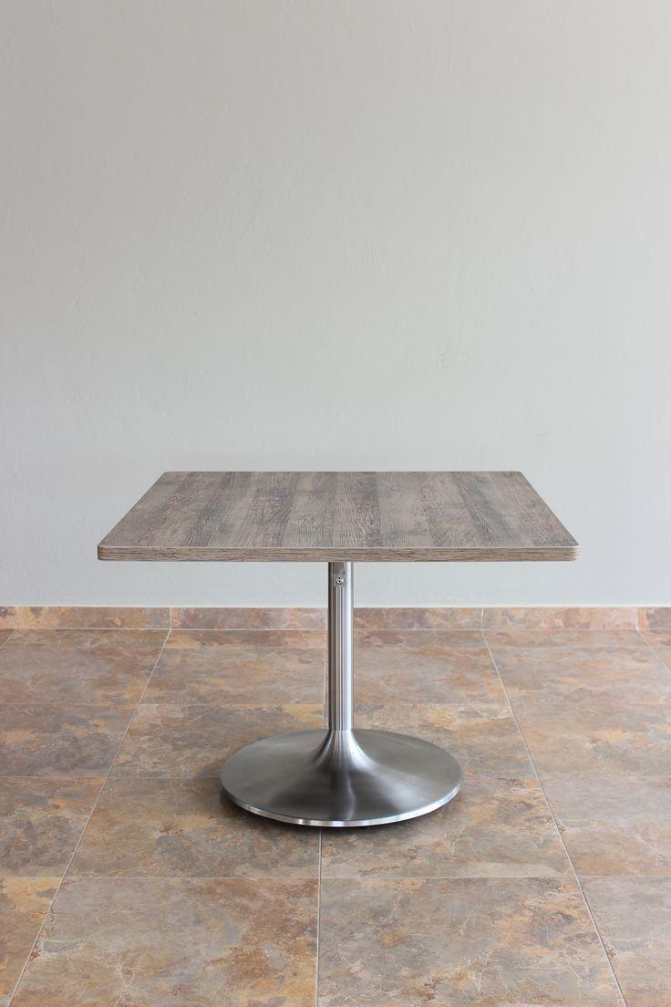 Mesa con superficie cuadrada de 100cm x 100cm con base CAMPANA