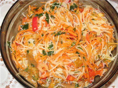 Салат из рисовой лапши с морепродуктами