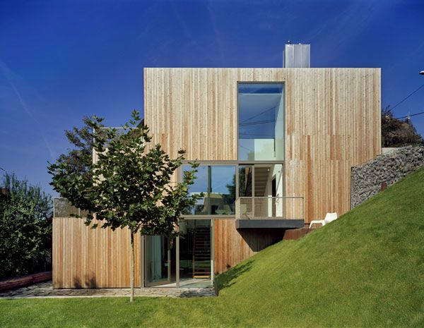 Moderne holzhäuser am hang  Die besten 25+ Haus am hang Ideen auf Pinterest | Garten am hang ...