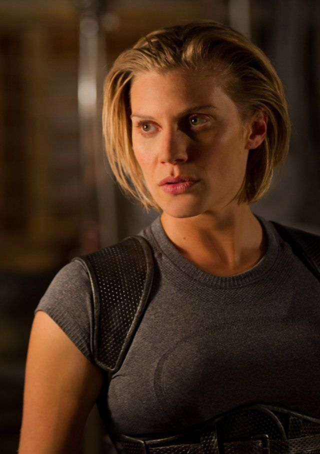 STARBUCK IS BACK!  Still of Katee Sackhoff in Riddick: Dead Man Stalking