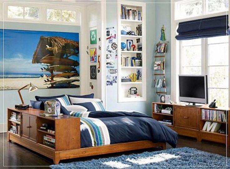壁の装飾で保存ストレージブルーストライプブランケットとブルーラグ白い壁と木製のベッドで男性的でシンプルなボーイベッド装飾アイデアを確かめます