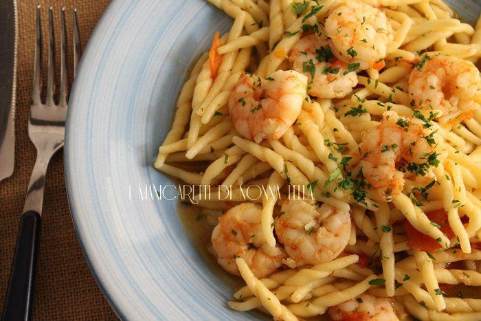 Trofie gamberetti e pomodorini ricetta semplice e facile. Ricette primi piatti. Ricette con il pesce. Ricette veloci. Ricetta con pasta fresca.