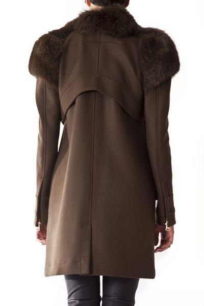 http://www.vittogroup.com/prodotto/givenchy-cappotto-marrone-collo-visone/