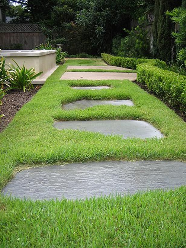 Best 25 slate walkway ideas on pinterest stone walkway for Stone path in grass